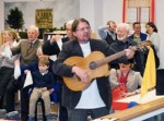 Klaus Seifert entertains audience with rendition of Muss i denn at opening in Giessen