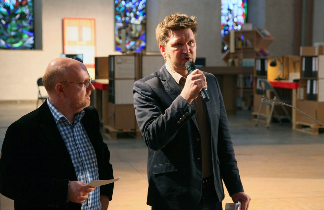 Peter Roloff of maxim Films and Oliver Behnecke open the Exhibition on April 5, 2014.