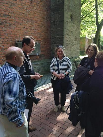 Peter Roloff and photographer Folker Winkelmann are visited by descendants from the U.S.